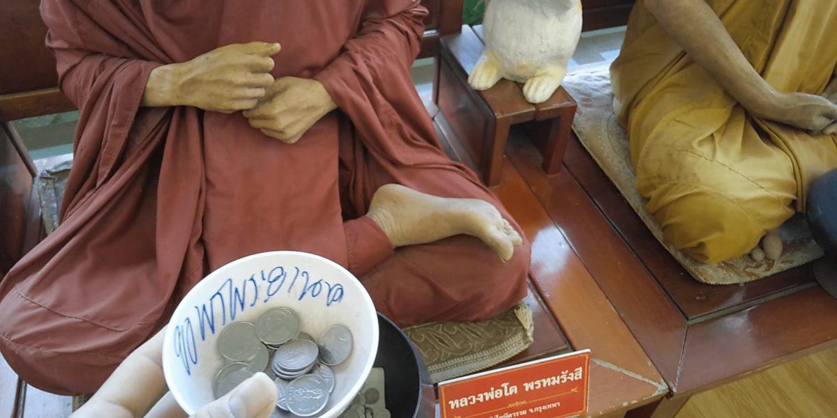 ワットサマーンラッタナーラームのお寺の中,画像