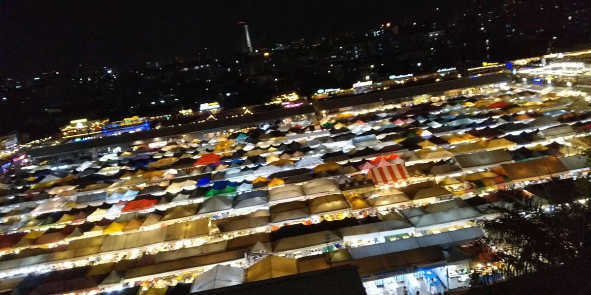 タイの鉄道市場のライトアップ,画像